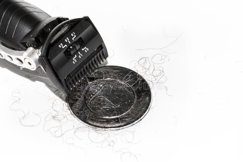 Rasoio nero elettrico sopra fondo bianco nel lavabo immagini stock libere da diritti