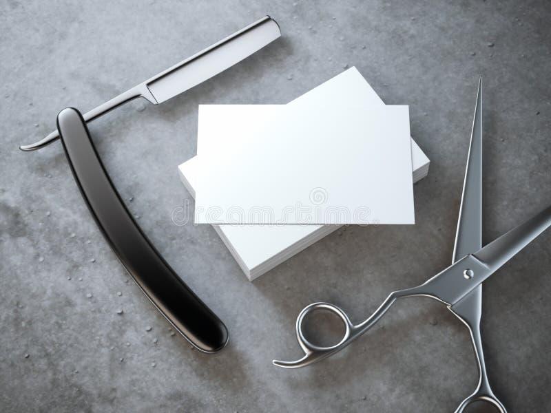Rasoir et ciseaux avec la pile de cartes de visite professionnelle vierges de visite photos libres de droits