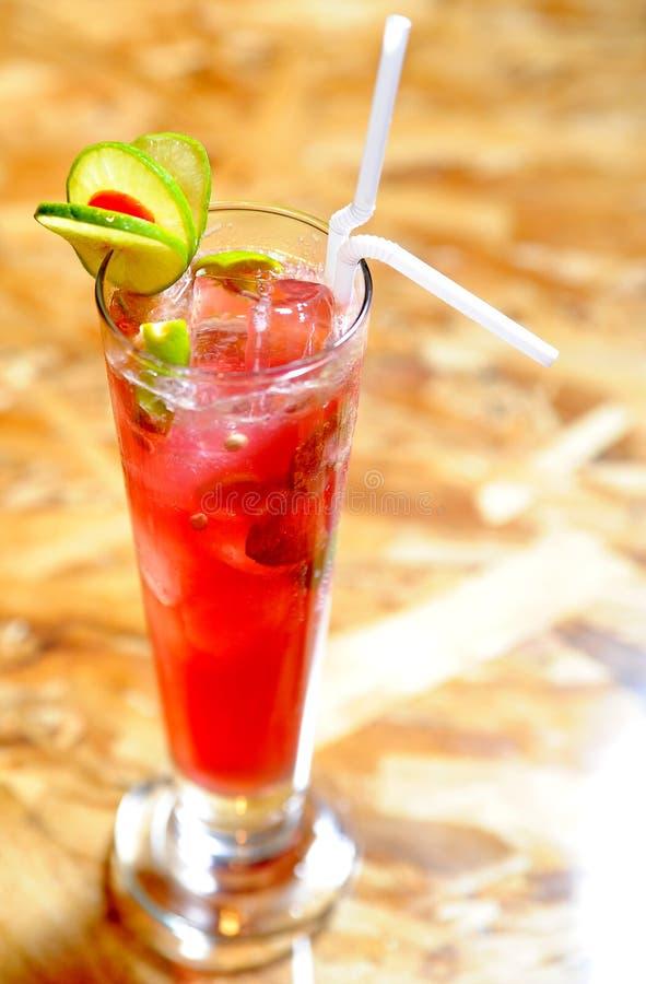 Raspberri mojito langes Glas lizenzfreies stockfoto
