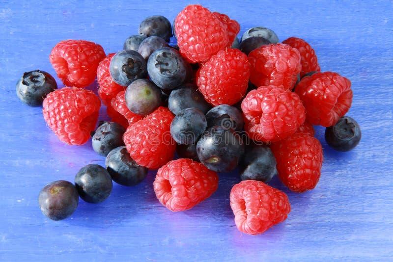 Rasperry und bluberry stockbilder