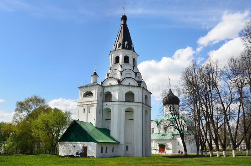 Raspyatskaya kerk-Klok Toren in Aleksandrovskaya Sloboda, Vladimir-gebied, Gouden ring van Rusland royalty-vrije stock foto's