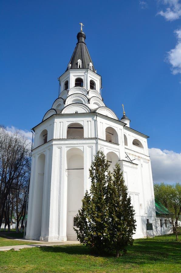 Raspyatskaya kerk-Klok Toren in Aleksandrovskaya Sloboda, Vladimir-gebied, Gouden ring van Rusland royalty-vrije stock foto