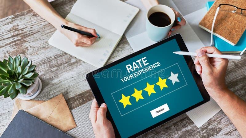 Rassegna di esperienza del cliente di tasso Servizio e soddisfazione del cliente Una valutazione di cinque stelle fotografia stock libera da diritti