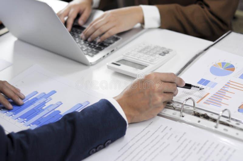 Rassegna di riunione consultiva della gestione di investimento dell'amministrazione di pianificazione del ragioniere fotografia stock libera da diritti