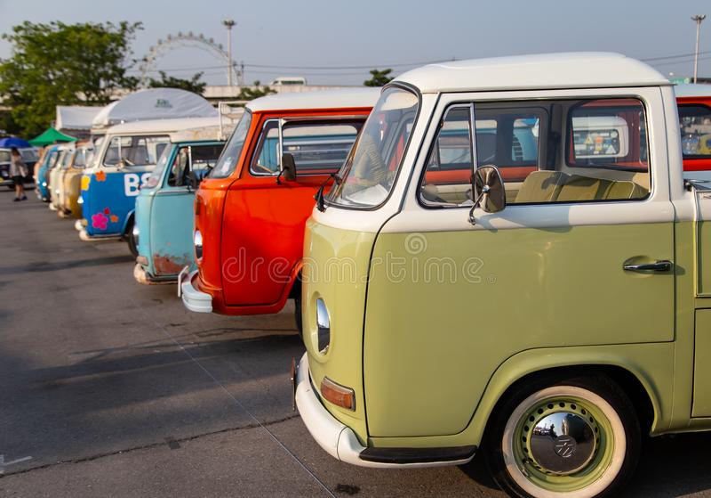 Rassemblement de VW van owners lors de la réunion de club de volkswagen image libre de droits