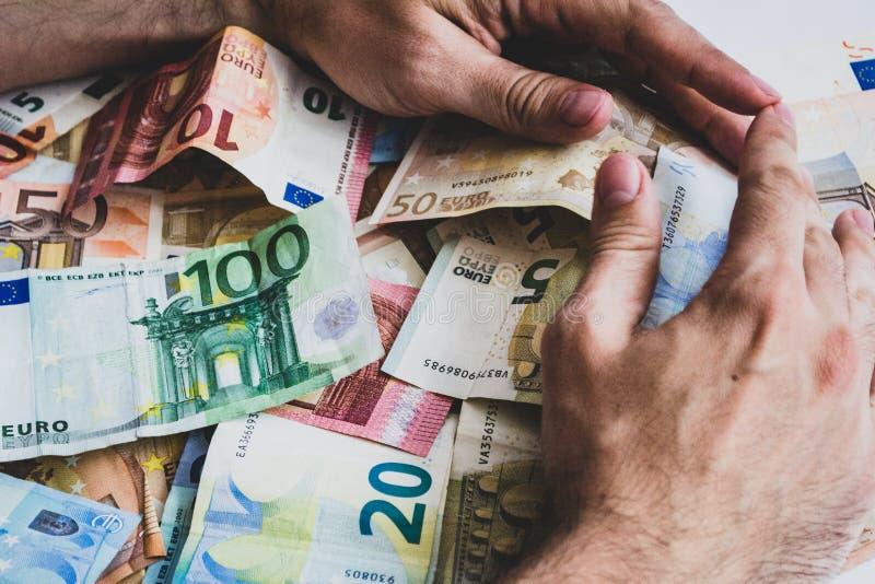 Rassemblement des piles d'euro billets de banque de valeur différente image libre de droits