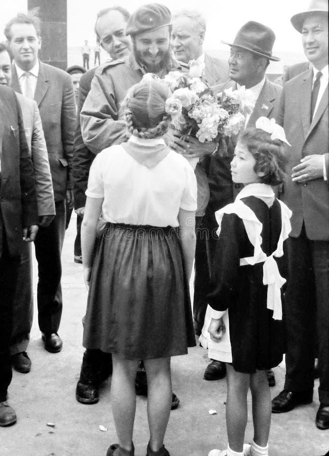 Rassemblement Fidel 1963 de filles de pionnier de Yangiyer photo libre de droits