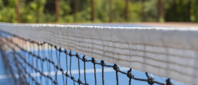 Raster p? tennisbanan som en bakgrund arkivfoton
