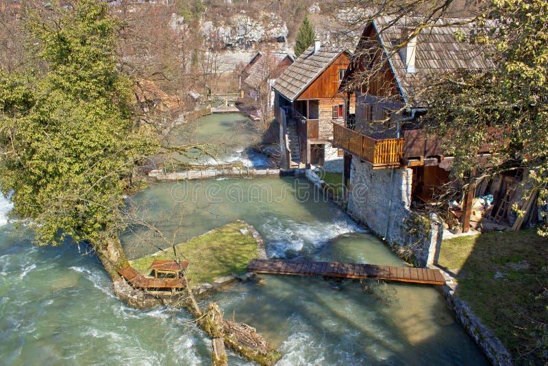 Rastoke村庄在河小瀑布的 免版税库存图片