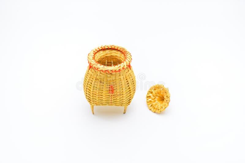Rastrelliera di pesca, oggetto di vimini fatto da bambù isolato su bianco fotografie stock