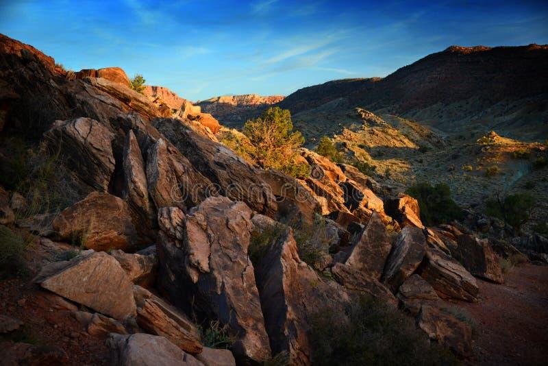 Rastro al arco delicado en los arcos parque nacional, Utah, los E.E.U.U. imagen de archivo