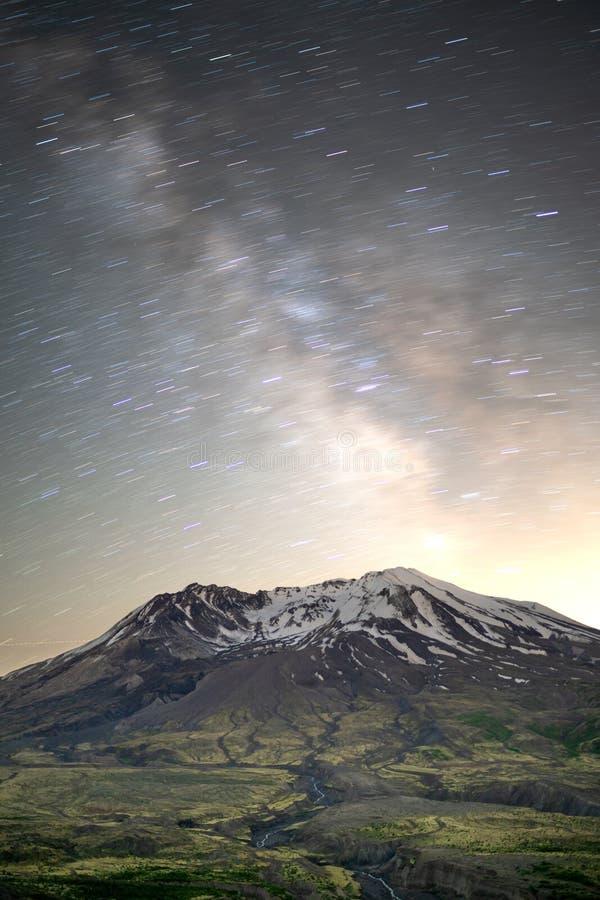 Rastro de la estrella sobre Mt St Helens imagen de archivo libre de regalías