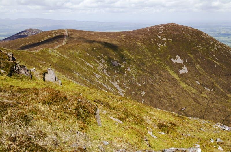 Rastro de montaña con objeto de la montaña de Knockshane fotografía de archivo libre de regalías