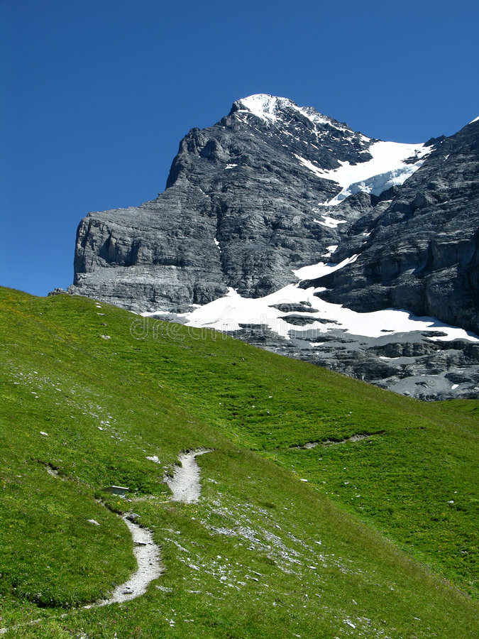 Rastro a Eiger poderoso (Suiza) fotografía de archivo libre de regalías