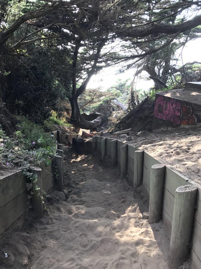 Rastro a la playa de la roca de la milla imagen de archivo