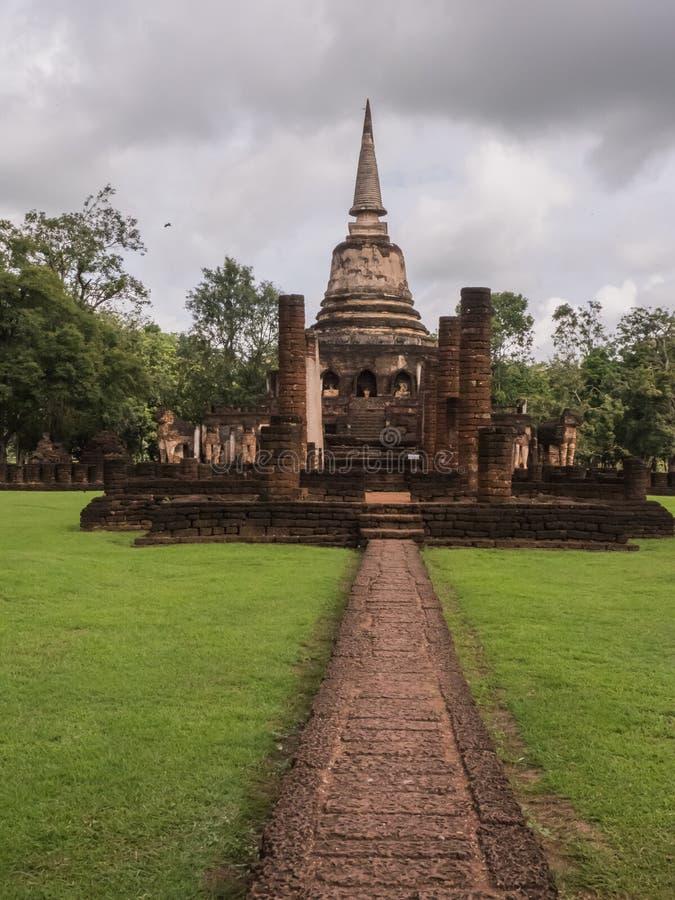 Rastros de historia de las naciones Tailandia, ruinas, creencia budista adentro fotografía de archivo libre de regalías