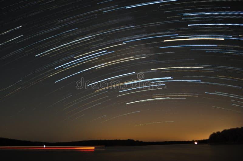 Rastros de la estrella sobre el lago imágenes de archivo libres de regalías