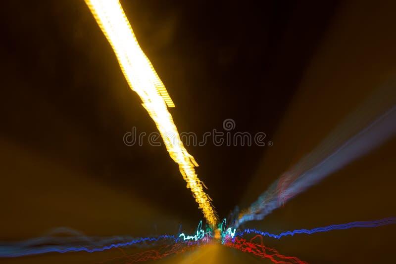 Rastros de la iluminación y de la luz de la carretera foto de archivo