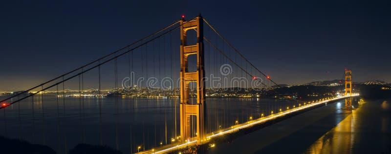 Rastros de la luz en San Francisco Golden Gate Bridge fotos de archivo