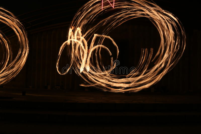 Rastros el flamear de la demostración del fuego imagen de archivo libre de regalías