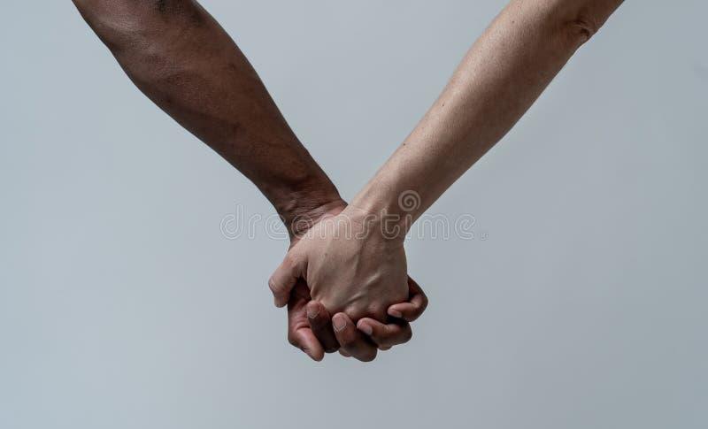 Rasy jednoczy? dla lepszy ?wiatu Konceptualny wizerunek multiracial mi?o?? przeciw rasizmowi i zdjęcie stock