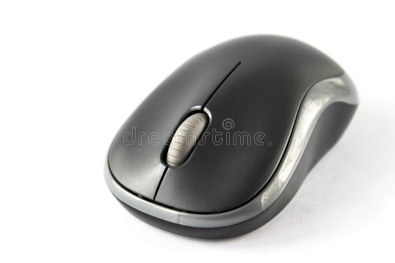 Ratón negro para el ordenador en un primer blanco del fondo fotos de archivo