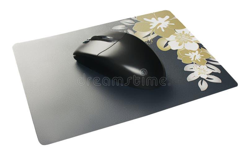 Ratón sin hilos negro del ordenador en la pista de ratón imagen de archivo libre de regalías