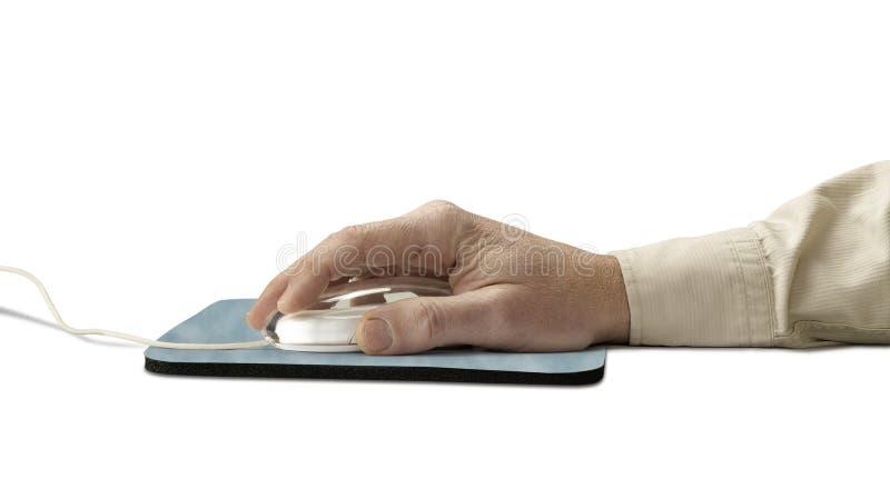 Ratón y pista del ordenador con la mano fotografía de archivo