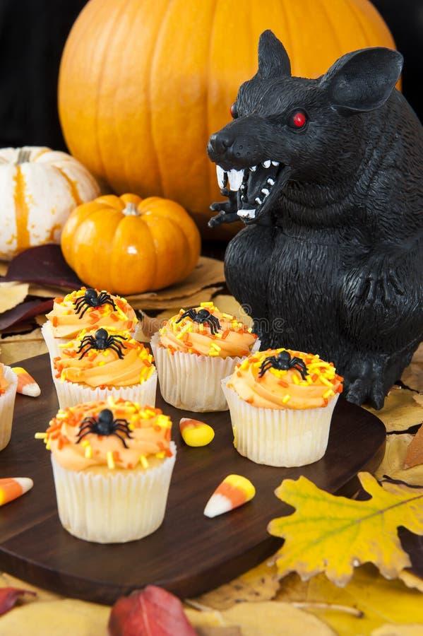 Rat de Halloween avec des petits gâteaux image stock
