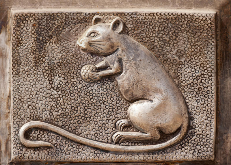Rat op metaal bij de tempeldeur van Deshnoke \ 's binnen royalty-vrije stock foto's