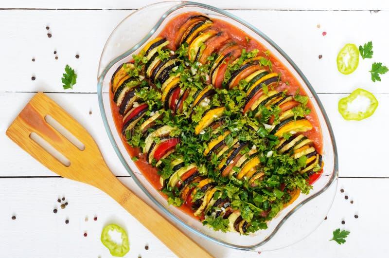 Ratatouille традиционное vegetable блюдо провансальской кухни: перец, баклажан, томаты и цукини стоковые изображения rf