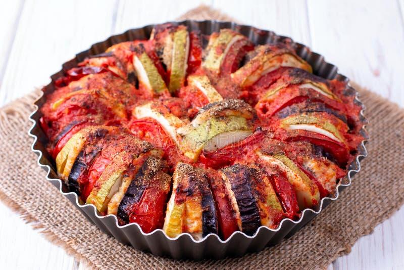 Ratatouille - de traditionele Franse plantaardige die schotel van Provencal in oven wordt gekookt royalty-vrije stock foto's