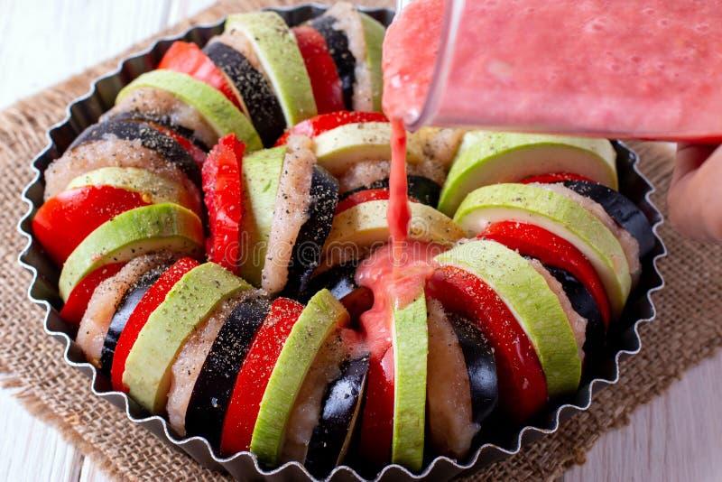 Ratatouille - de traditionele Franse plantaardige die schotel van Provencal in oven wordt gekookt royalty-vrije stock afbeelding