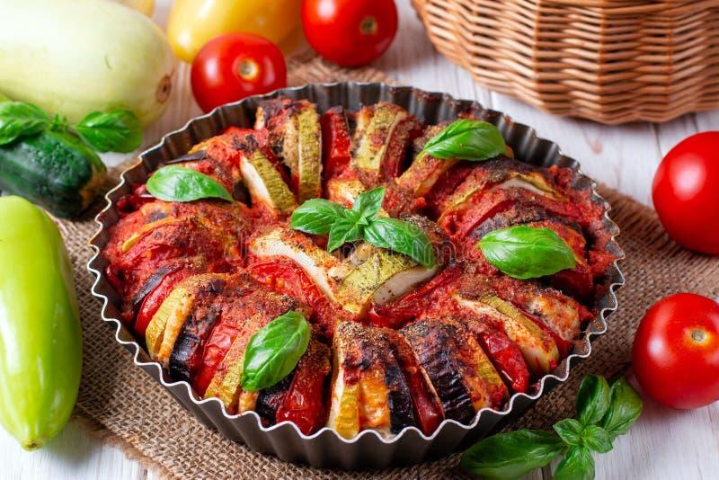 Ratatouille - de traditionele Franse plantaardige die schotel van Provencal in oven wordt gekookt stock afbeeldingen