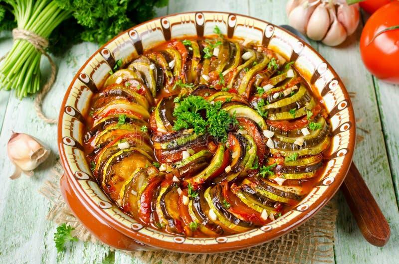 Ratatouille - legumiera tradizionale di Provencal del francese cucinata fotografie stock
