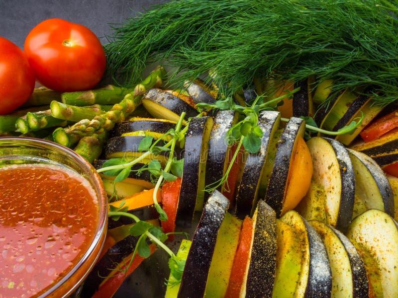 Ratatouille - legumiera tradizionale di Provencal del francese cucinata in forno immagine stock libera da diritti
