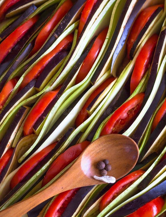 Ratatouille - traditionell maträtt för franskaProvencal grönsak som lagas mat i ugn Banta vegetarisk strikt vegetarianmat - ratat fotografering för bildbyråer