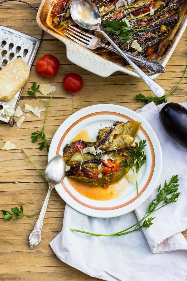 Ratatouille - traditionell maträtt för franskaProvencal grönsak som lagas mat i ugn Banta vegetarisk strikt vegetarianmat - ratat arkivfoton