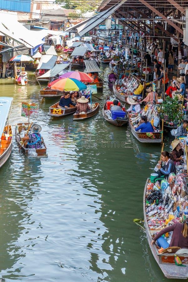 Ratchaburi/Thailand - April 21 2018: Het Drijven van Damnoensaduak Markt, District van Ratchaburi, Thailand stock afbeeldingen