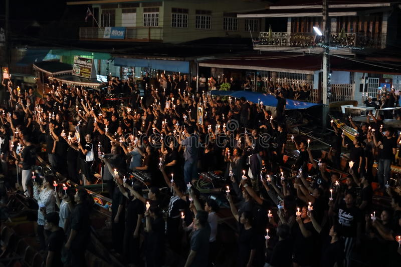 Ratchaburi,Thailand - October 29,2016 : Thai people singing the anthem and hold the candles on the boat pray for his Majesty King royalty free stock images