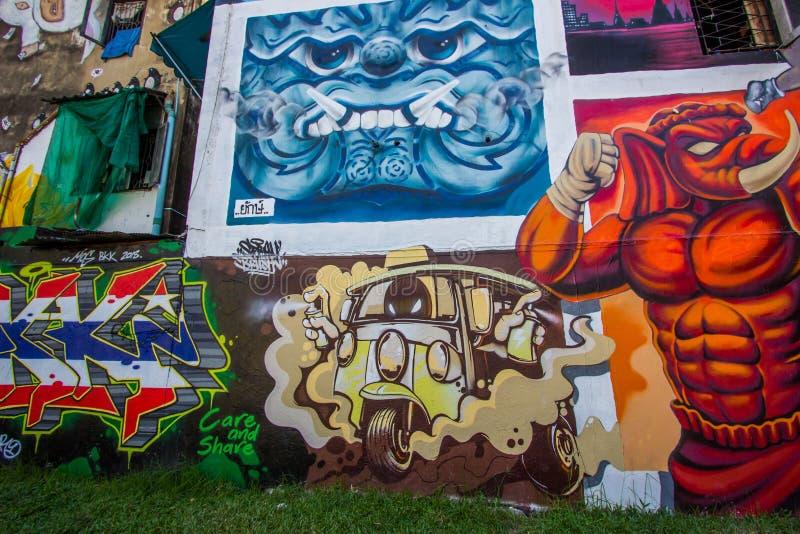 Ratchathewi, Bangkok, Thailand 3,2018 im November: Bunte Graffitiwände an allgemeinem Park Chalermla auf Phayathai Rd , nahe bei  stockfotos