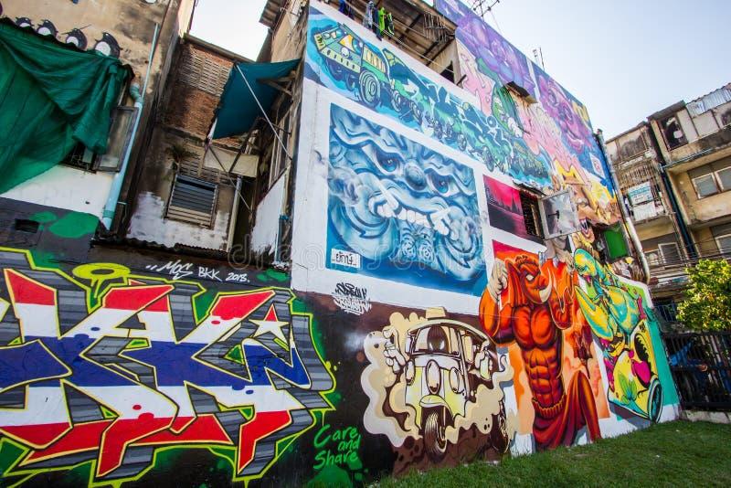 Ratchathewi, Bangkok, Thailand op 3,2018 November: Kleurrijke graffitimuren bij het Openbare Park van Chalermla op Phayathai Rd , royalty-vrije stock fotografie