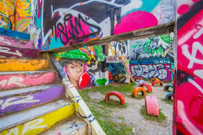 Ratchathewi, Bangkok, Thailand op 3,2018 November: Kleurrijke graffitimuren bij het Openbare Park van Chalermla op Phayathai Rd , stock foto