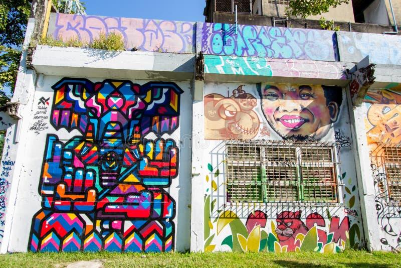 Ratchathewi, Bangkok, Thailand op 3,2018 November: Kleurrijke graffitimuren bij het Openbare Park van Chalermla op Phayathai Rd , royalty-vrije stock afbeelding