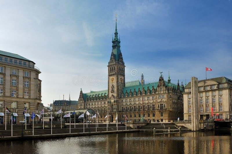 Rathaus (ayuntamiento) y Binnen Alster, Hamburgo, Alemania imagen de archivo