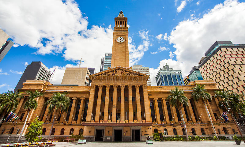 Rathaus in Brisbane von König George Square lizenzfreie stockbilder