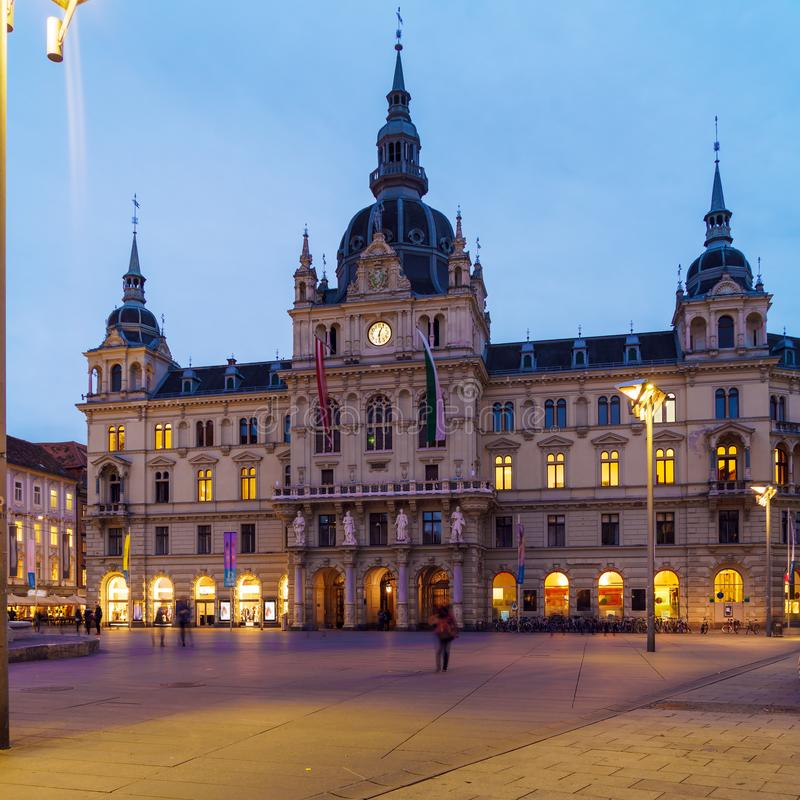Rathaus 19 c на Hauptplatz на ноче, Грац, Австрия стоковые изображения rf