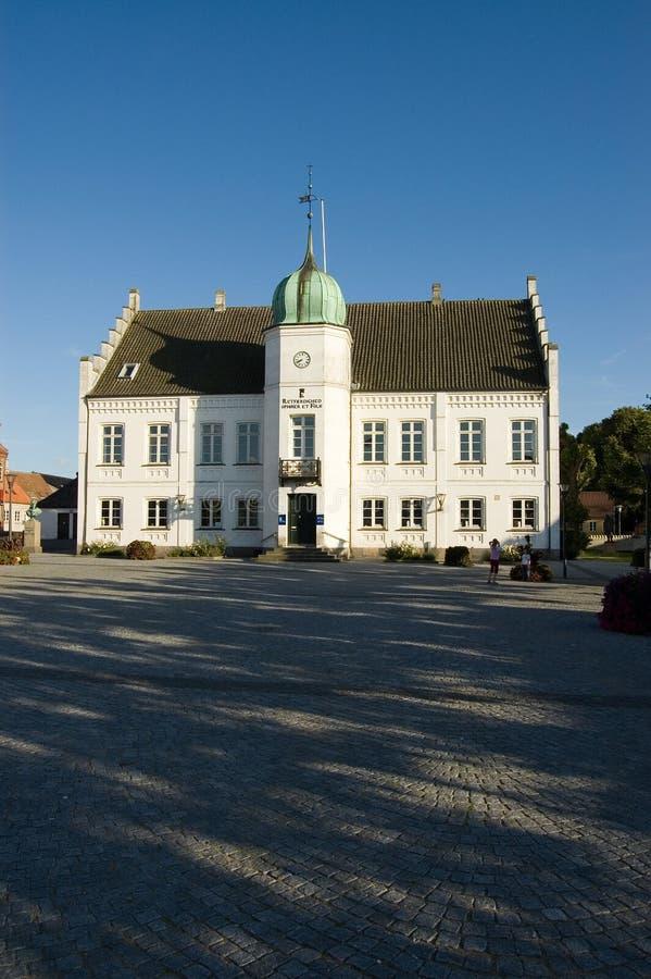 Rathaus Dänemark-Maribo und Hauptquadrat lizenzfreie stockfotografie