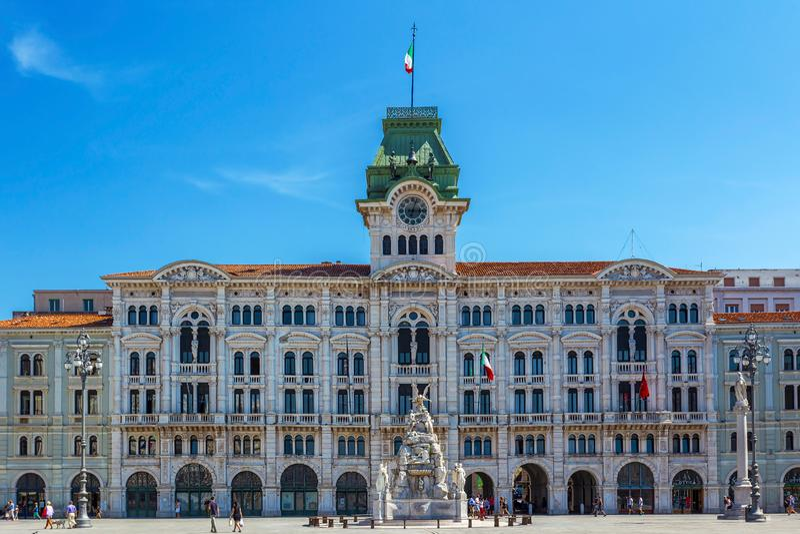 Rathaus-Gebäude auf Triest, Italien stockfotografie