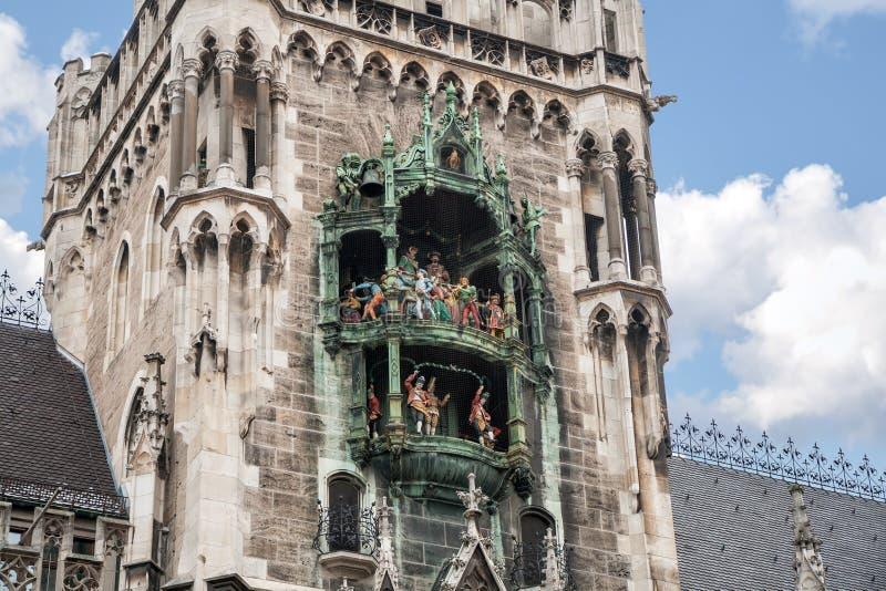 Rathaus-Glockenspiel av det nya stadshuset, Munich arkivbild
